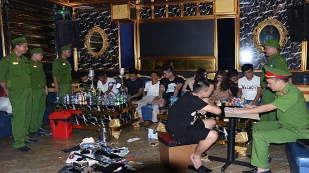 Bắt quả tang 20 nam nữ thanh niên mở tiệc ma túy' thác loạn trong quán karaoke ở Hà Tĩnh